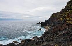 Küste von vulkanischer Insel Pico Lizenzfreie Stockfotos