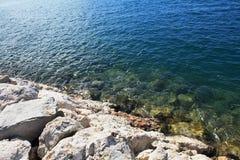 Küsten-adriatisches Meer Lizenzfreie Stockfotos