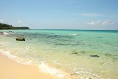 Küsten-Coral Sea Tropical Wild Beach-Sand-Landschaft lizenzfreies stockbild