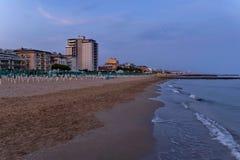 Küsten-Küstenstrand Lido di Jesolo an der Dämmerung, adriatisches Meer, venetianisches Riviera Stockbild