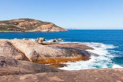 Küsten-naher pfeifender Felsen lizenzfreies stockbild