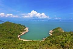 Küsten- und Gebirgslandschaft in Hong Kong lizenzfreies stockbild