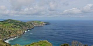 Küstenansicht bei Santa Iria im Sao Miguel Island, Azoren, Portugal lizenzfreies stockfoto