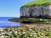 Küstenklippen und Höhlen Lizenzfreie Stockfotos