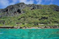 Küstenlandschaft abgefressene Klippe Rurutu-Insel Lizenzfreie Stockfotografie