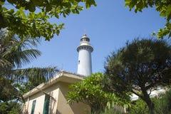Küstenleuchtturm für Schiffe Stockfotos