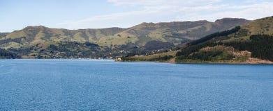 Küstenlinie bei Akaroa in Neuseeland Lizenzfreies Stockbild