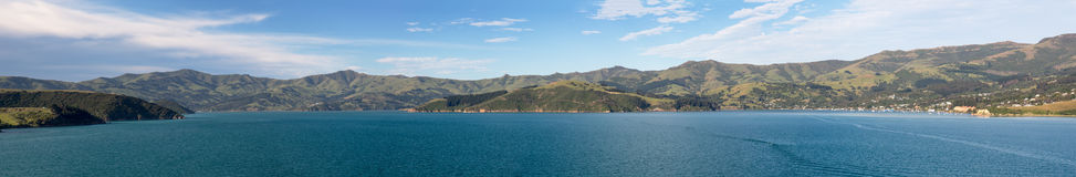 Küstenlinie bei Akaroa in Neuseeland Stockfoto
