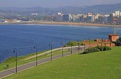 Küstenlinie in der Stadt Gijon gelegen an nördlich von Spanien Lizenzfreies Stockbild