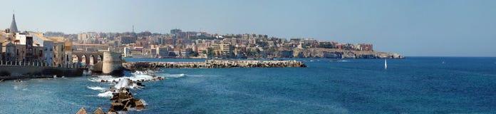 Küstenlinie der Syrakus-Stadt Stockfotos