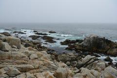Küstenlinie entlang dem 17 Meilen-Antrieb Stockfotografie