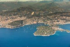 Küstenlinie entlang Villefranche-sur-Mer und Heilig-Jean-Kappe-Ferrat stockbilder