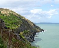 Küstenlinie mit Eisenbahntunneln Lizenzfreies Stockbild