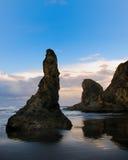 Küstenlinie mit Klippen Lizenzfreie Stockfotos