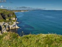 Küstenlinie in Nordirland Lizenzfreie Stockfotos