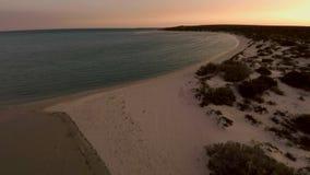 Küstenlinie und ein Strand stock video