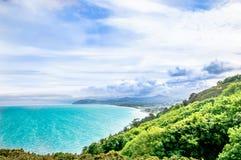 Küstenlinie und irisches Meer durch Schrei in Irland stockbilder