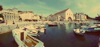 Küstenlinie von Hvar, Kroatien Stockbilder