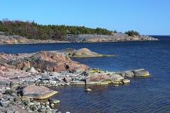 Küstenlinie von Ostsee in Hanko, Finnland Stockfotografie