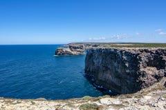 Küstenlinie von Sagres in der Algarve Portugal lizenzfreie stockfotos