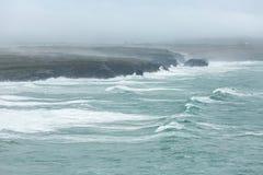 Küstenlinien-Sturm, Constantine Bay, Cornwall lizenzfreie stockbilder