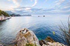Küstenlinien-und adriatisches Seeansicht nahe Petrovac Stockfotografie