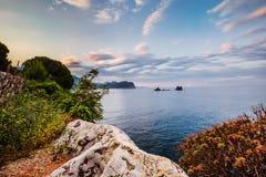 Küstenlinien-und adriatisches Seeansicht nahe Petrovac Stockfotos