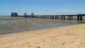 Küstenmeer und natürlicher Hintergrund des blauen Himmels Stockbild