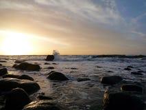 Küstensonnenuntergang lizenzfreies stockfoto