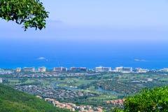 Küstenstadt auf dem Meer Lizenzfreie Stockbilder