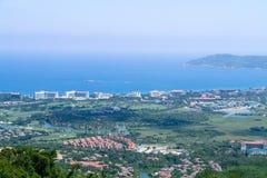 Küstenstadt auf dem Meer Stockfoto