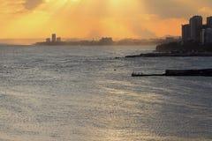 Küstenstadt bei Sonnenuntergang Santo Domingo, Dominikanische Republik Lizenzfreie Stockfotos