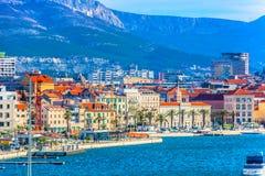 Küstenstadt spaltete sich in Kroatien, adriatische Küste auf Stockfotografie