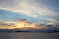 Küstenstadt von Turgutreis und von großartigen Sonnenuntergängen stockfotografie
