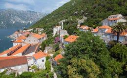Küstenstadtlandschaft. Perast, Kotor-Bucht, Montenegro Lizenzfreie Stockfotografie