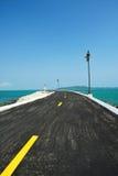 Küstenstraße zum Meer Lizenzfreies Stockfoto