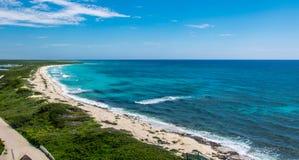Küstenstrand in den Karibischen Meeren Stockfoto