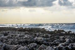 Küstensturm auf den Felsen Lizenzfreie Stockfotografie