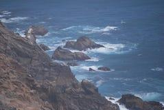 Küstenufer von Landstraße 1 in CA Stockfotos