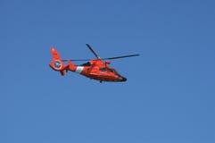 Küstenwache-Hubschrauber Lizenzfreies Stockfoto