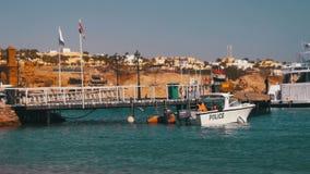 Küstenwache Motor Boat am Pier im Roten Meer, Ägypten stock video footage
