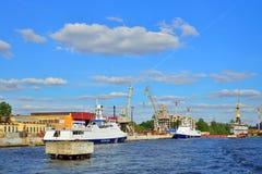 Küstenwacheschneider koppelten nahe der Werfte Gesellschaft Diamon an Lizenzfreie Stockfotos