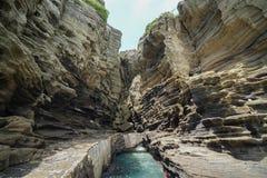 Küstenweg Yongmeori auf Jeju-Insel, Südkorea Raue geologische Bildung gemacht mit Abnutzung stockfotos