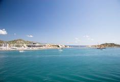 Küstezeile bei Ibiza lizenzfreie stockbilder