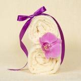 Kąpać się, dekoruję z kwiatem orchidea zdjęcie stock