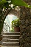 Kąt stary miasteczko San Bernardino w Cinque Terre obraz royalty free