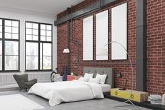 Kąt sypialni wnętrze z ściana z cegieł i trzy wąskimi pionowo plakatami na one Obraz Stock