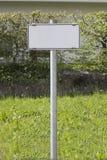 kąta błękitny drogowego znaka odcienia widok szeroki Obraz Royalty Free