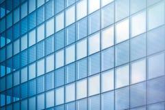 Kąta widok nowożytna drapacz chmur dzielnica biznesu w dnia świetle Błękitna drapacz chmur fasada, budynki biurowi nowoczesne szk Zdjęcie Stock