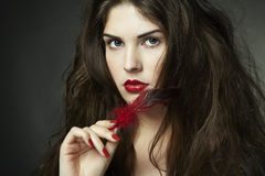 kędzierzawej ciemnej mody włosiana fotografii kobieta Fotografia Stock